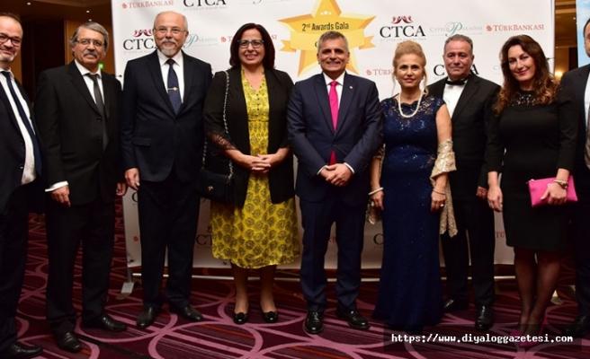 Londra'da yılın en başarılı Kıbrıslı Türklerine ödüller verildi