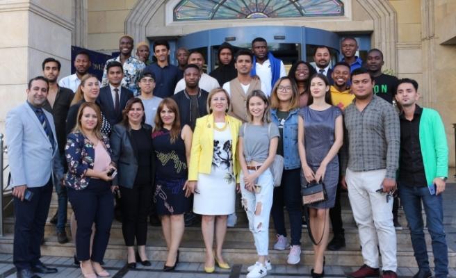 Kıbrıs İlim Üniversitesi öğrencileri Mine Gürses'ten mesleğin incelikleri hakkında bilgiler aldı