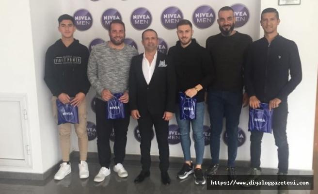 Diyalog Gazetesi ile İpekay iş birliğinde organize edilen Nivea Men ödülleri verildi