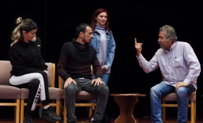 İskele Belediye Tiyatrosu, yeni oyunuyla perde demeye hazırlanıyor