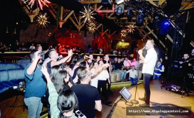 Korhan Saygıner,  Letafet Lounge Bar'da Nostalji dolu  bir gece yaşattı