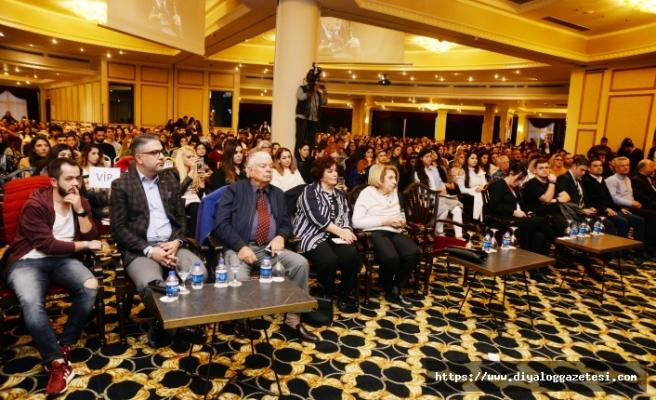 Merit Park Hotel'de düzenlenen kişisel gelişim zirvesinde seminer verdi