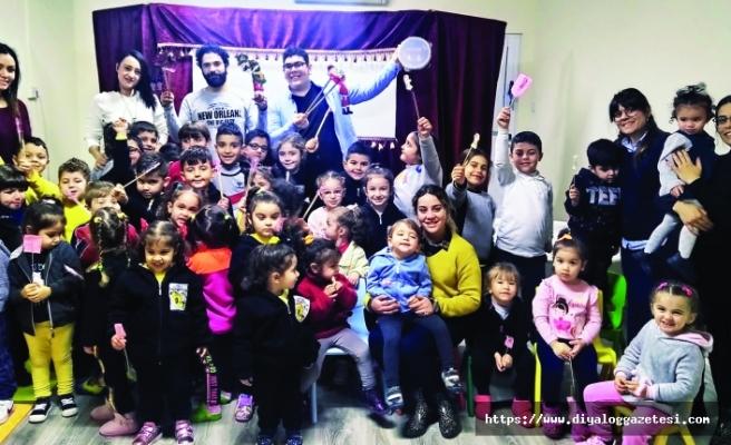 Arı Kovanı Kreş ve Anaokulu'nda Karagöz ve Hacivat dersi
