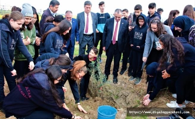 Bakan Çavuşoğlu, Hala Sultan İlahiyat Kolejinde gerçekleştirilen fidan dikim etkinliğine katıldı