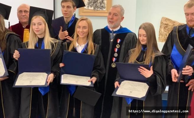 Moldova Amerikan Üniversitesi ilk mezunlarını verdi
