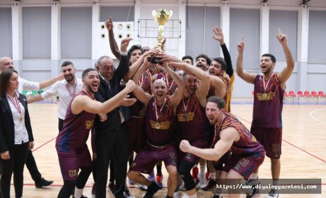 Şampiyon YDÜ 69-55