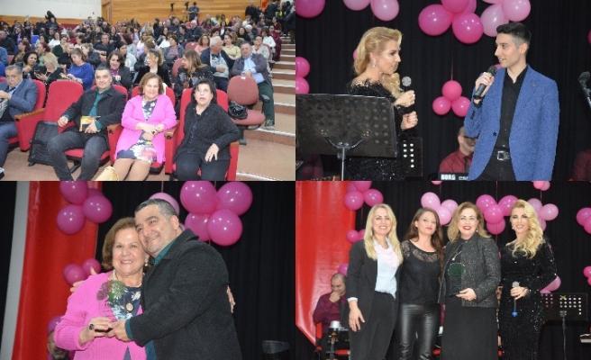 Bahar Gökhan 'Toplumun Öncü Kadınları' ödül töreninde muhteşem bir konser verdi