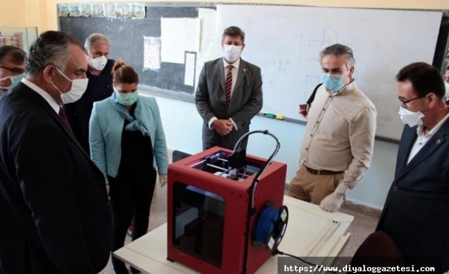 Çavuşoğlu okulları ziyaret etti