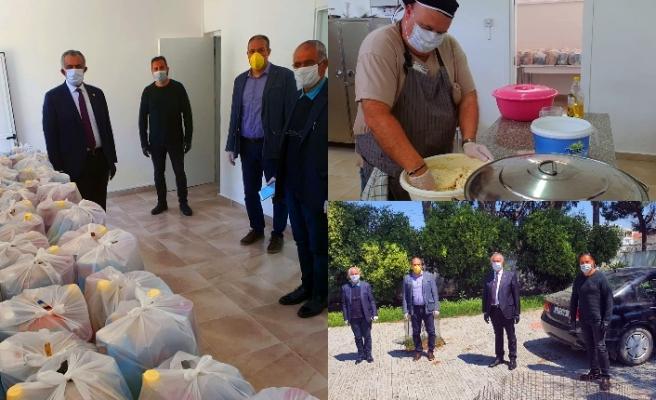 Şehit Hüseyin Ruso Ortaokulu İdaresi, gıda paketleri hazırladı