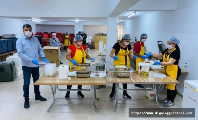 Beyarmudu Belediyesi, iftar yemeklerini ihtiyaçlı ailelere dağıtılıyor