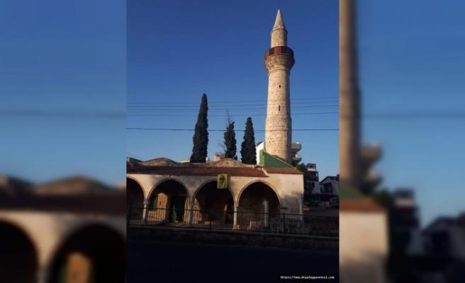 Camiye Bizans bayrağı astılar