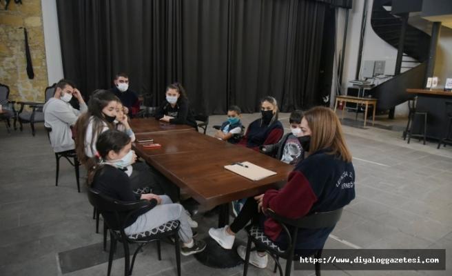 Çocuk Atölyesi kursları Bandabuliya Sahnesi'nde düzenlenmeye başlandı