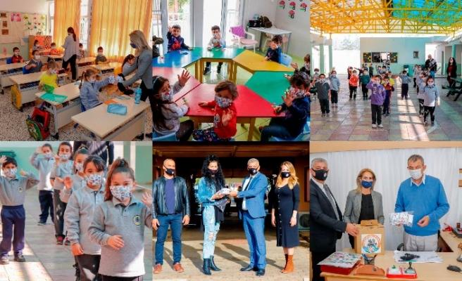 Gazimağusa Belediyesi, kent genelindeki ilkokullara maske dağıtıyor
