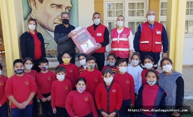 Kızılay'ın İskele Şubesi, bölgedeki okullara, ilk yardım malzemeleri ve ecza dolabı bağışı yaptı