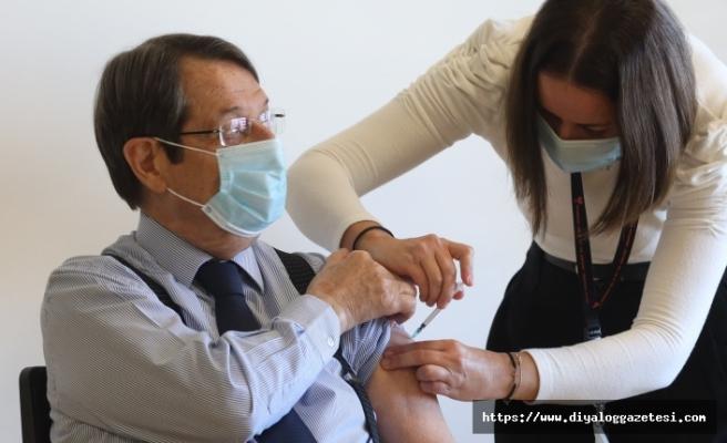 Anastasiadis'e Covid-19 aşısının ikinci dozu yapıldı
