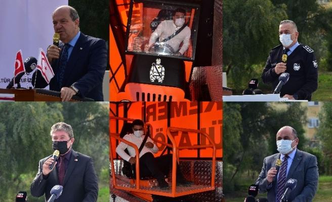 Cumhurbaşkanı Tatar, arabanın arka koltuğuna oturduğunda da emniyet kemeri taktığını söyledi