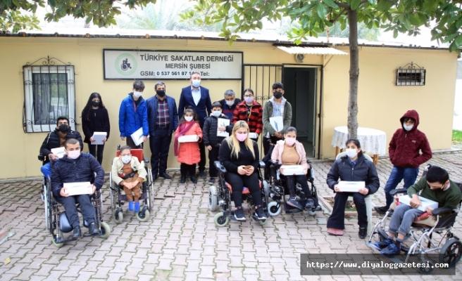 Hayırsever Sait Dervişoğlu, bugüne kadar bin 15 öğrenciye tablet hediye etti