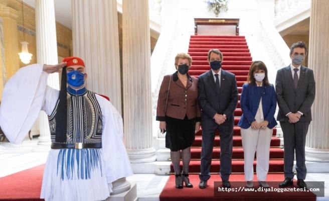 Atina'da ortak kutlama