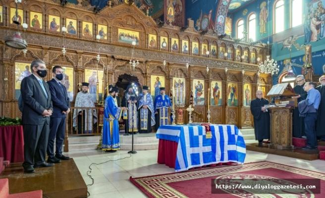 Her yerde Yunan bayrağı