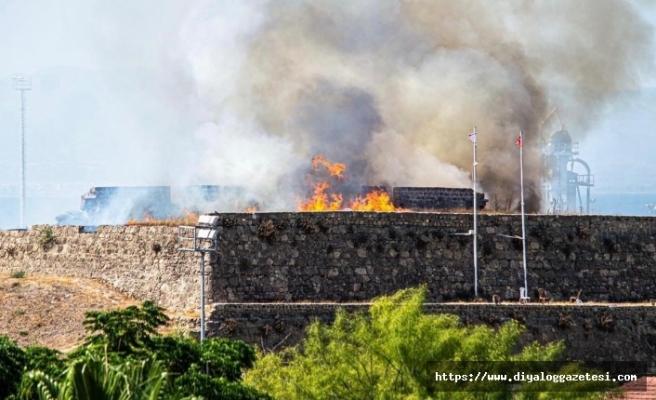 Tarihi surları alevler sardı