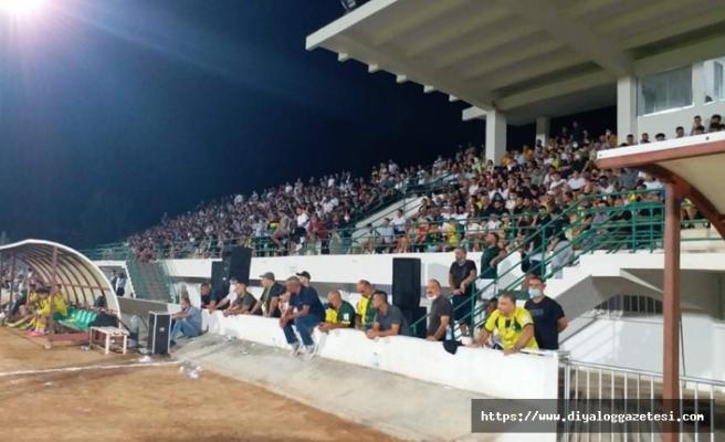 Seyirciler stada akın etti