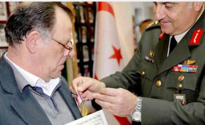 23 kişiye madalya verildi