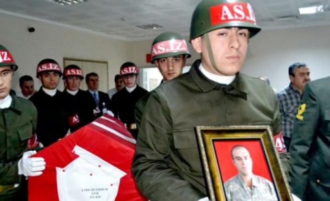 Askeri birlikte 'kazara' ölüm