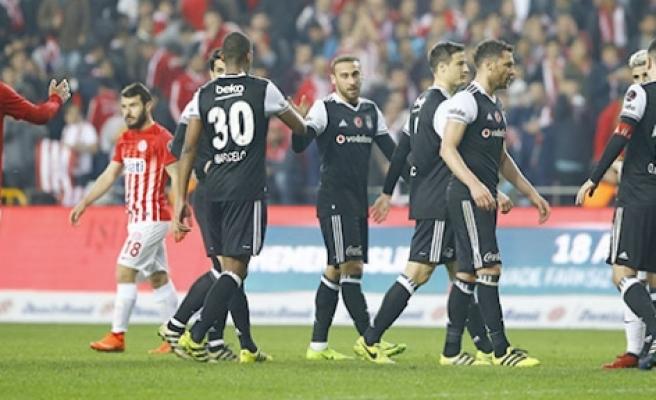Beşiktaş'ta irtifa kaybı 0-0