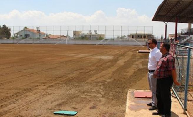 Cihangir Stadı'na çim ekildi
