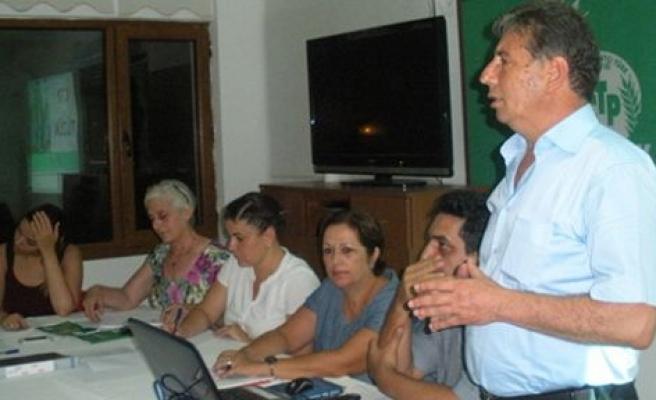 CTP Güzelyurt Örgütü parti yeni tüzük taslağını dün güzelyurt'ta tartıştı