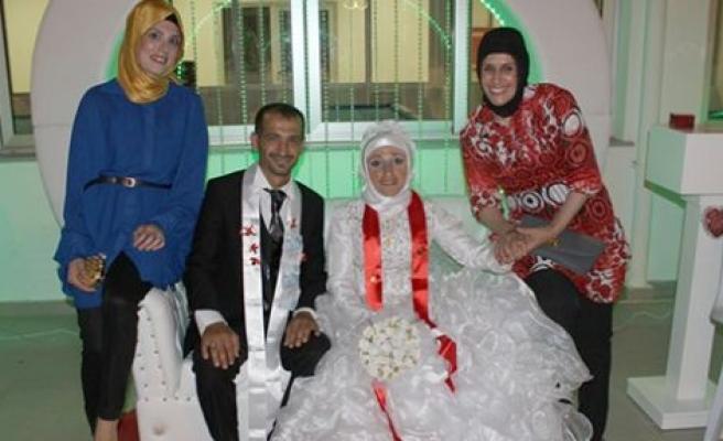 Dualarla evlendiler