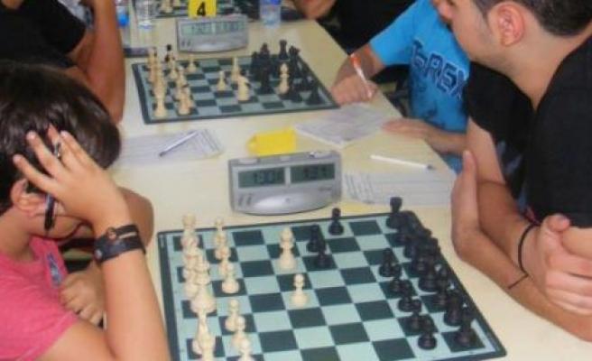 Gazimağusa'da satranç zamanı