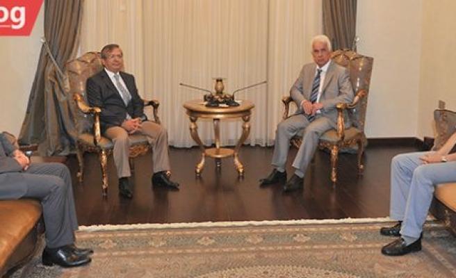 Girne Üniversitesi heyeti, Eroğlu ile görüştü