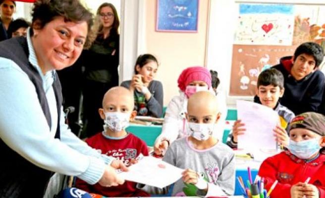 Hastane sınıfında karne heyecanı