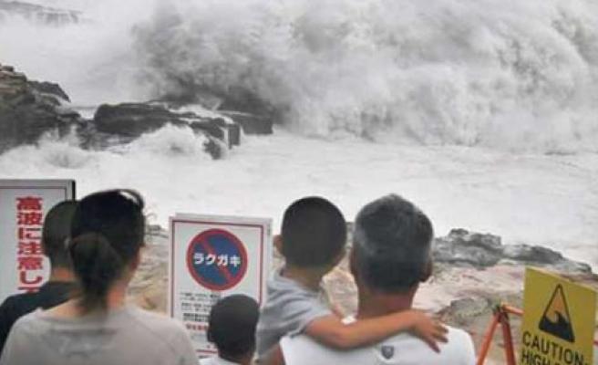 Japonya'daki tayfun: 1 ölü, 30 yaralı
