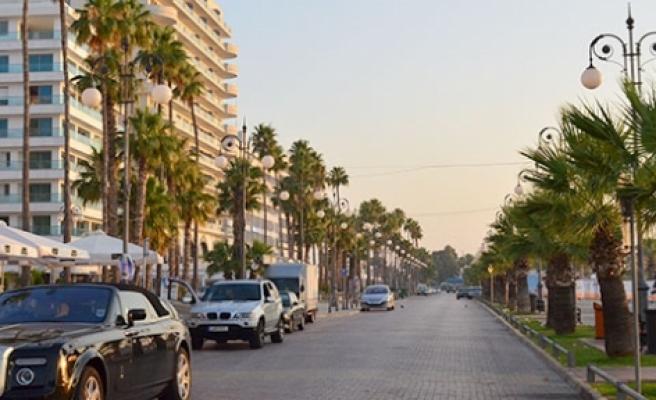 Larnaka'da arazi kalmadı