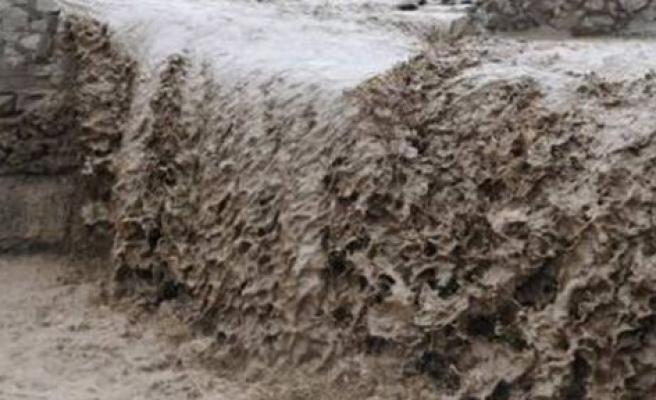 Nepal'de Sel ve toprak kaymalarında ölenlerin sayısı 101'e yükseldi