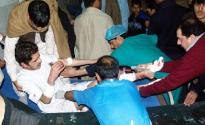 Pakistan'da kanlı gün