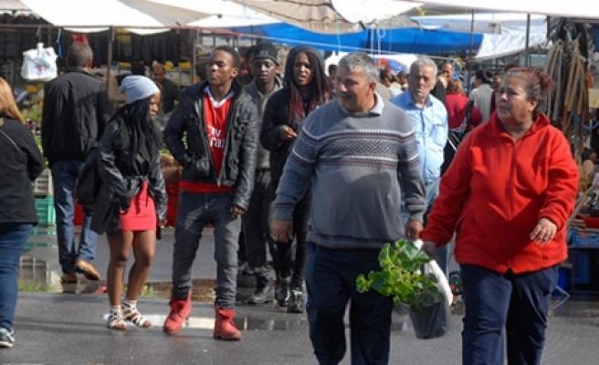 Yağmur açık  pazarı vurdu