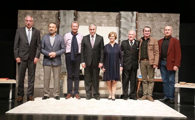 GAÜ Tiyatro Günleri kapsamında 'Sanat' isimli oyun sahnelendi