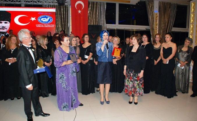 Kıbrıs Sanat Derneği Korosu Alanya'da konser verdi
