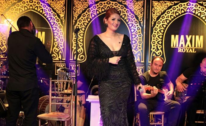 Maxim Royal, sevilen şarkıcı Gökçe Kırgız'ı hayranlarıyla buluşturdu