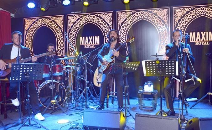 Maxim Royal'de sahne alan Rubato Grubu, konuklarına tam anlamıyla müzik ziyafeti sundu