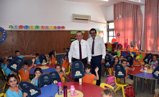 Devlet okullarında eğitim gören 4 ve 5 yaş grubu öğrencilere okul etkinlik çantası dağıtıldı
