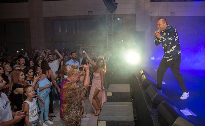 İran asıllı ünlü şarkıcı Arash, Merit Royal ve Merit Royal Premium Hotel'de görsel bir şova da imza attı