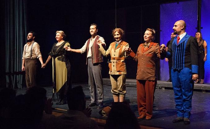 """Kıbrıs Tiyatro Festivali kapsamında """"Sherlock-Hamid"""" sahnelendi"""