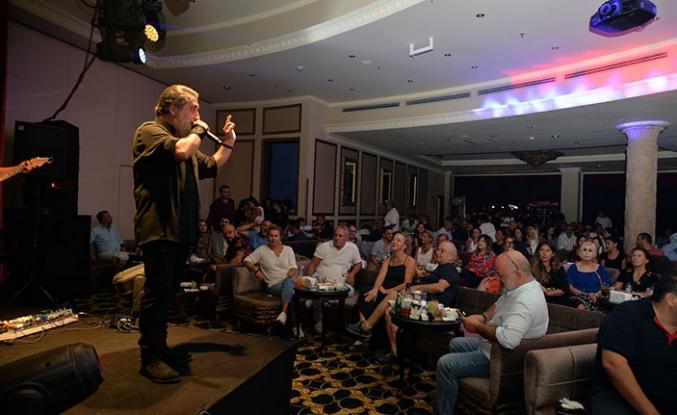 Merit'te konser serisine devam eden büyük sanatçı Soner Olgun yine çok özel bir Cumartesi gecesine imza attı