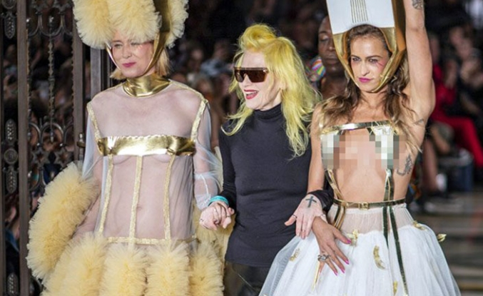 Pam Hogg, 2019 İlkbahar Yaz koleksiyonu ile Londra Moda Haftası'nda adından söz ettirmeyi başardı