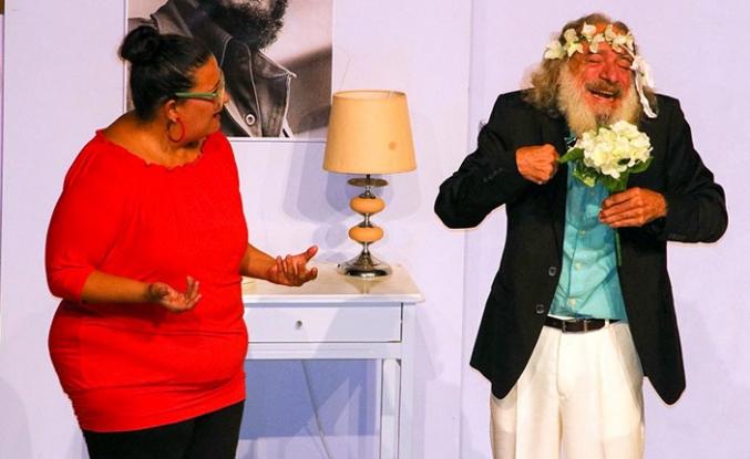 Gazimağusa Belediye Tiyatrosu komedi oyunuyla perdelerini açtı