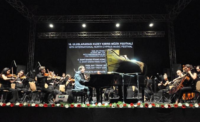 Ünlü piyano virtüözü ve besteci Fazıl Say, Salamis Antik Tiyatro'da konser verdi